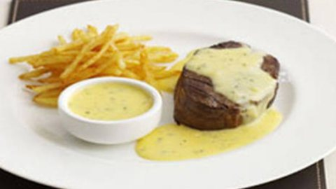 Australian rib eye bearnaise at Harry's Place