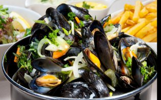 Mussels with fries at Harry's Place